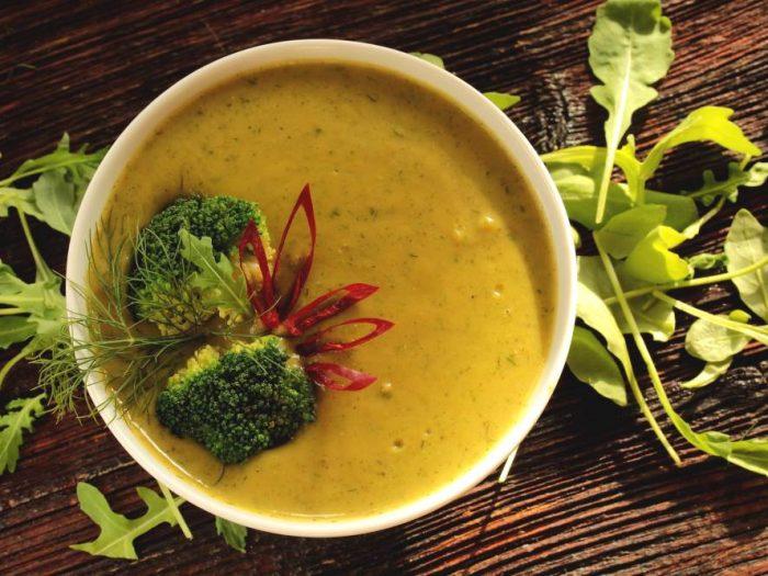 Soupe facile aux brocolis, carottes et pommes de terre
