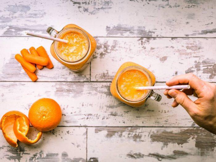 Jus healthy detox énergisant aux carottes et oranges