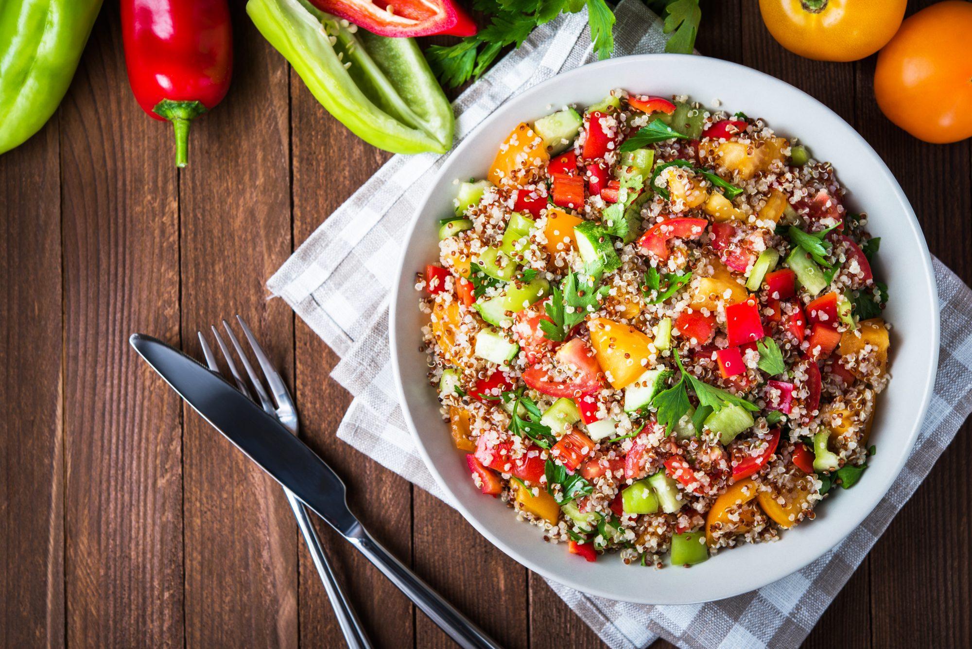 salade-quinoa-tomates-concombre-poivrons