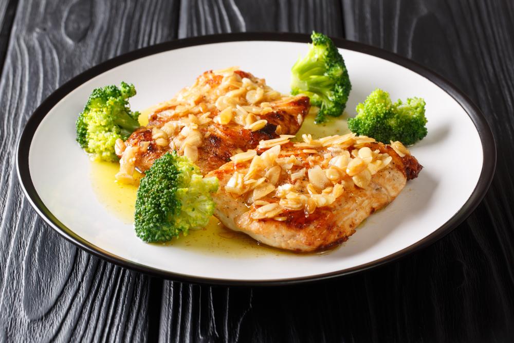 Blanc de poulet aux amandes et brocolis