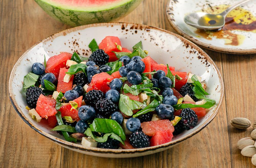 Salade de fruits d'été au basilic